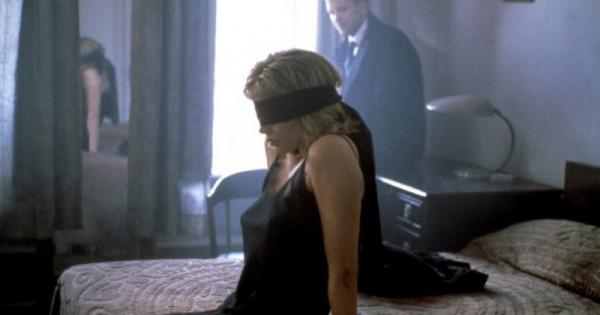 Как возбудить женщину шлепаньем, секс волосатых писек в трусиках